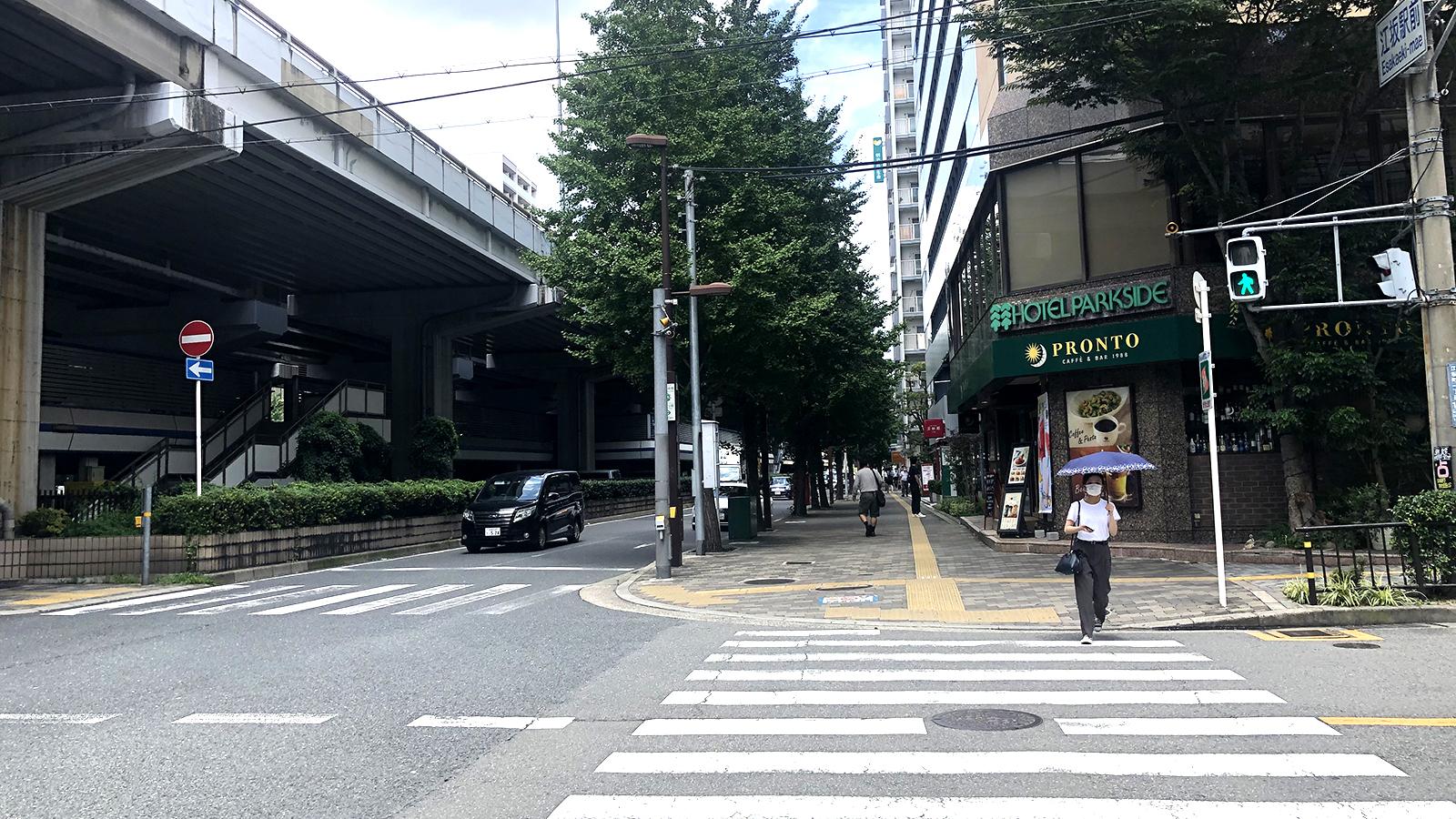 江坂駅から2