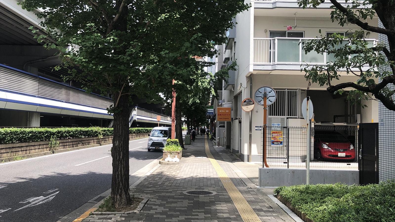江坂駅から3
