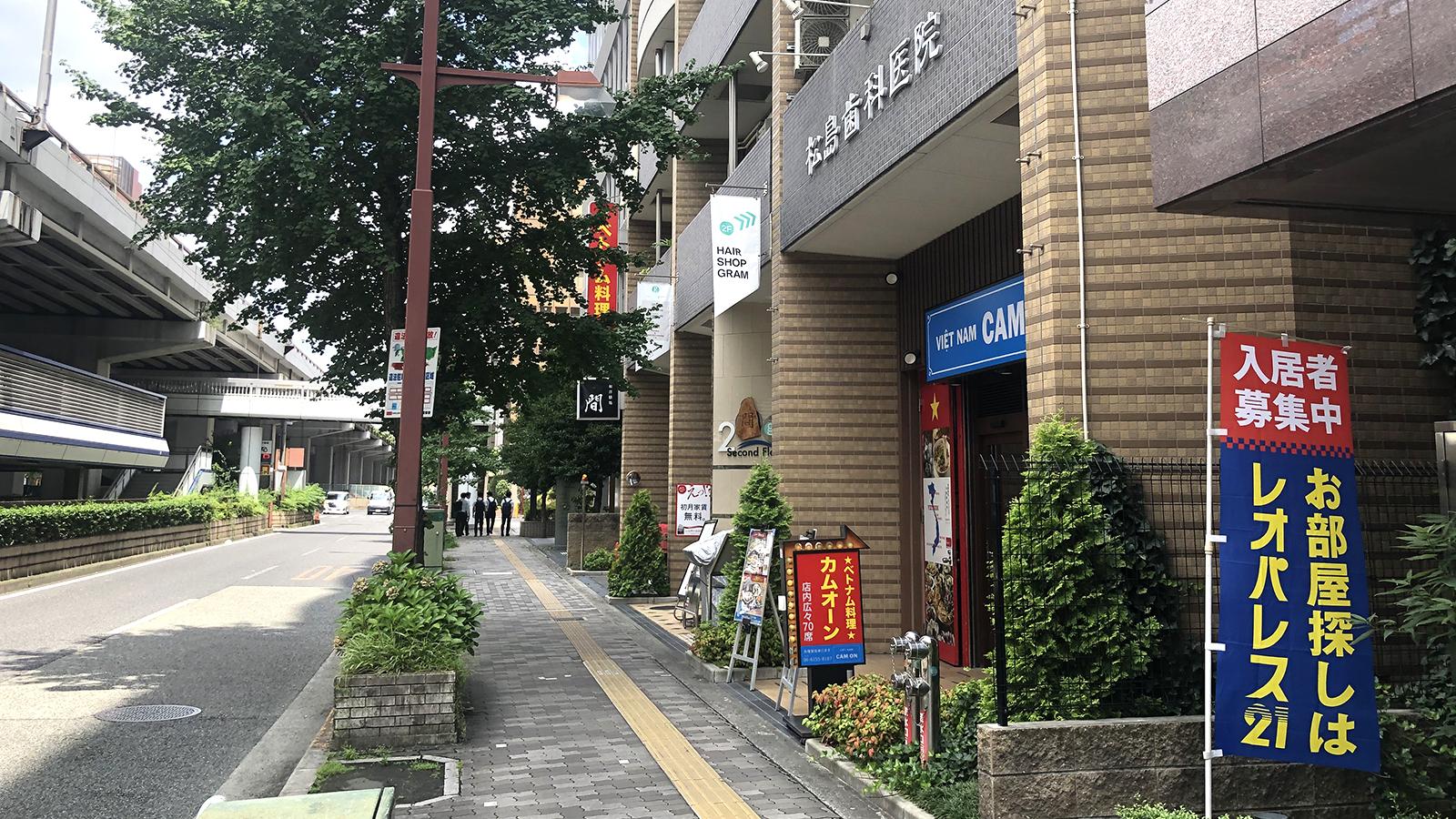 江坂駅から4